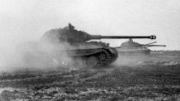 Bundesarchiv_Bild_101I-721-0397-34,_Frankreich,_Panzer_VI_(Tiger_II,_Königstiger)_crop