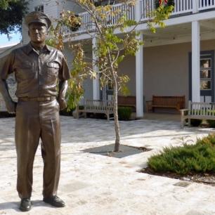 Nimitz-statue-Fredericksburg