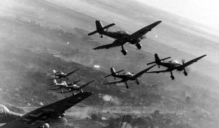 Bundesarchiv_Bild_101I-646-5188-17_Flugzeuge_Junkers_Ju_87-e1433441651667